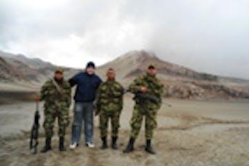 Cópia de Nevado Ruiz, com o exército Colombiano.JPG